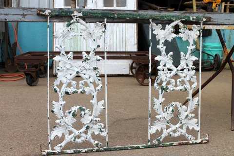 This item is a section of hand railing with an oak leaf and acorn pattern. With its charming white and green distressed paint look, it could be used inside the house or in the garden as a decorative piece. Dimensions: 36